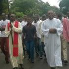Marche du 25/02/2018: Protais Lumbu a marché aux côtés des chrétiens de la paroisse St Edouard de Binza UPN Télecom